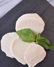 Caputo's-Cheese-Cave-Housemade-Mozzarella-2018-06-(4)web